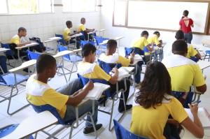 Alunos em salas de aulas no Instituto Municipal de Ensino Eusinio Lavigne, em Ilhéus - foto Gidelzo Silva Secom