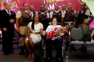 À frente Olívia Santana e Maria da Penha Fernandes (à direita)          Fotos: Secom Bahia