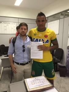 Gabriel Felix fecha com Vascão Foto: Lance