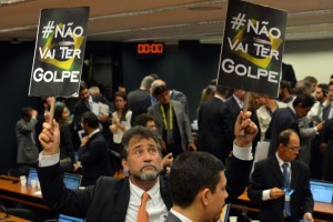 Brasília - Deputados trocam insultos e acusações ao final da reunião da Comissão especial da Câmara que analisa o pedido de impeachment da presidente Dilma (Fabio Rodrigues Pozzebom/Agência Brasil)