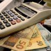 Brasil, São Paulo, SP,13/10/2012. Economia e negócios. Calculadora e cédulas de 50 e 100 reais. - Crédito:ITACI BATISTA/AE/AE/Codigo imagem:122756