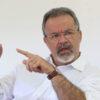 ADAD809  BSB -  26/05/2016 - JUNGMANN / ENTREVISTA (EXCLUSIVA EMBARGO) -  POLITICA -  Ministro da Defesa Raul Jungmann durante entrevsita ao Estado de S.PAulo em sua residência, em Brasilia.  FOTO: ANDRE DUSEK/ESTADAO