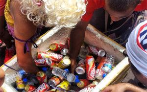 vendedor-ambulante-salvador-bahia-carnaval-2016