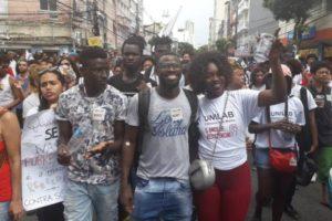 Universitários africanos protestam em Salvador. Fotos: reprodução Facebook.
